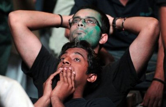 Cricket madness takes it toll. Brawl between India Pakistan fans.