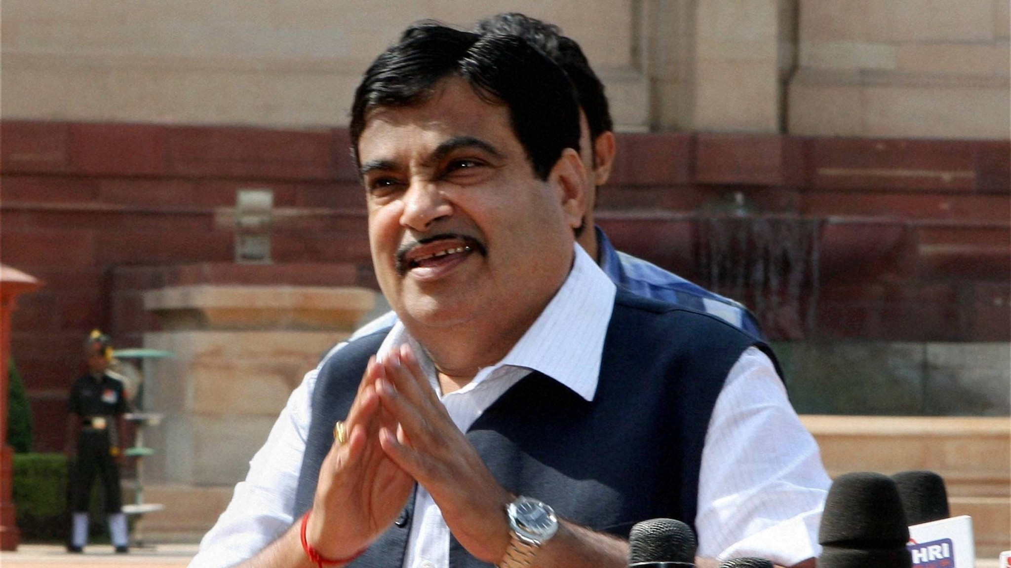 Sonia Gandhi is deluding the nation on Land Acquisition Bill – Nitin Gadkari