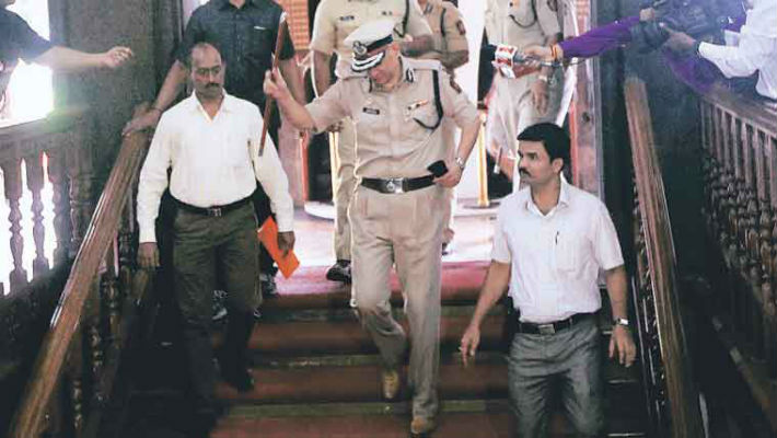 Rakesh Maria shunted out because he was protecting Peter Mukerjea? Or stealing CM Fadnavis' thunder?