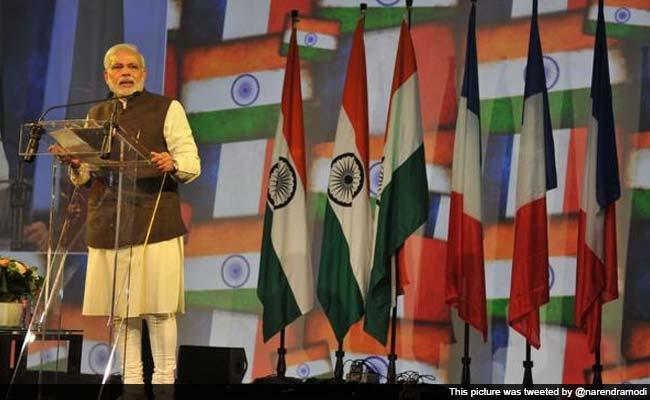 pm-modi-addresses-indian-diaspora-in-france_650x400_51428810500