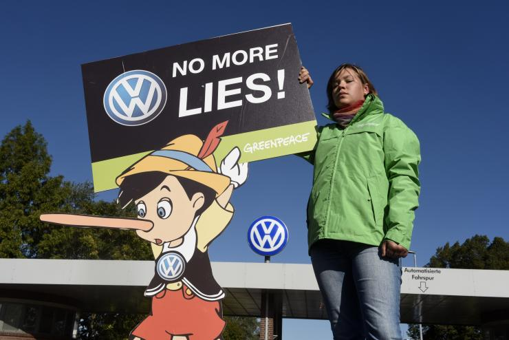 Under-fire Volkswagen burns Mercedes-Benz! Other European car-makers scampering for cover?