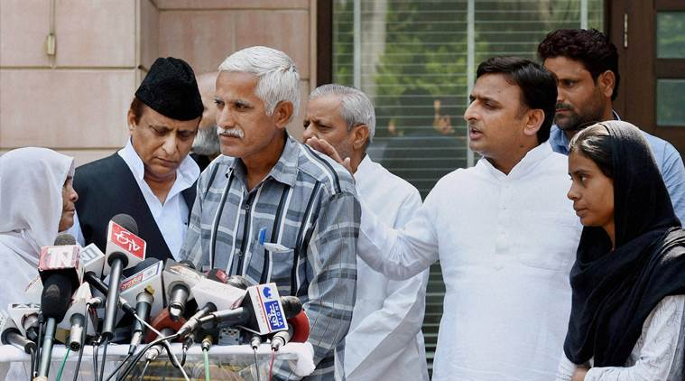 Lucknow: Family members of Akhlaq, who was lynched in Dadri with Uttar Pradesh Chief Minister AKhilesh Yadav, addresses media at his official residence in Lucknow on Sunday. PTI Photo by Nandkumar(PTI10_4_2015_000050B)