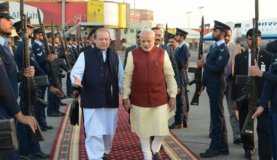 Melting hatred: Modi dropped by to say 'happy birthday' to Sharif, not to hand over Kashmir!