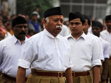 Chief Mohan Rao Bhagwat (C) of the Rashtriya Swayamsevak Sangh (RSS), attends a meeting in Siliguri on January 23, 2011. Bhagwat arrived in the city to hold meetings with representatives of various social organisations. AFP PHOTO/Diptendu DUTTA