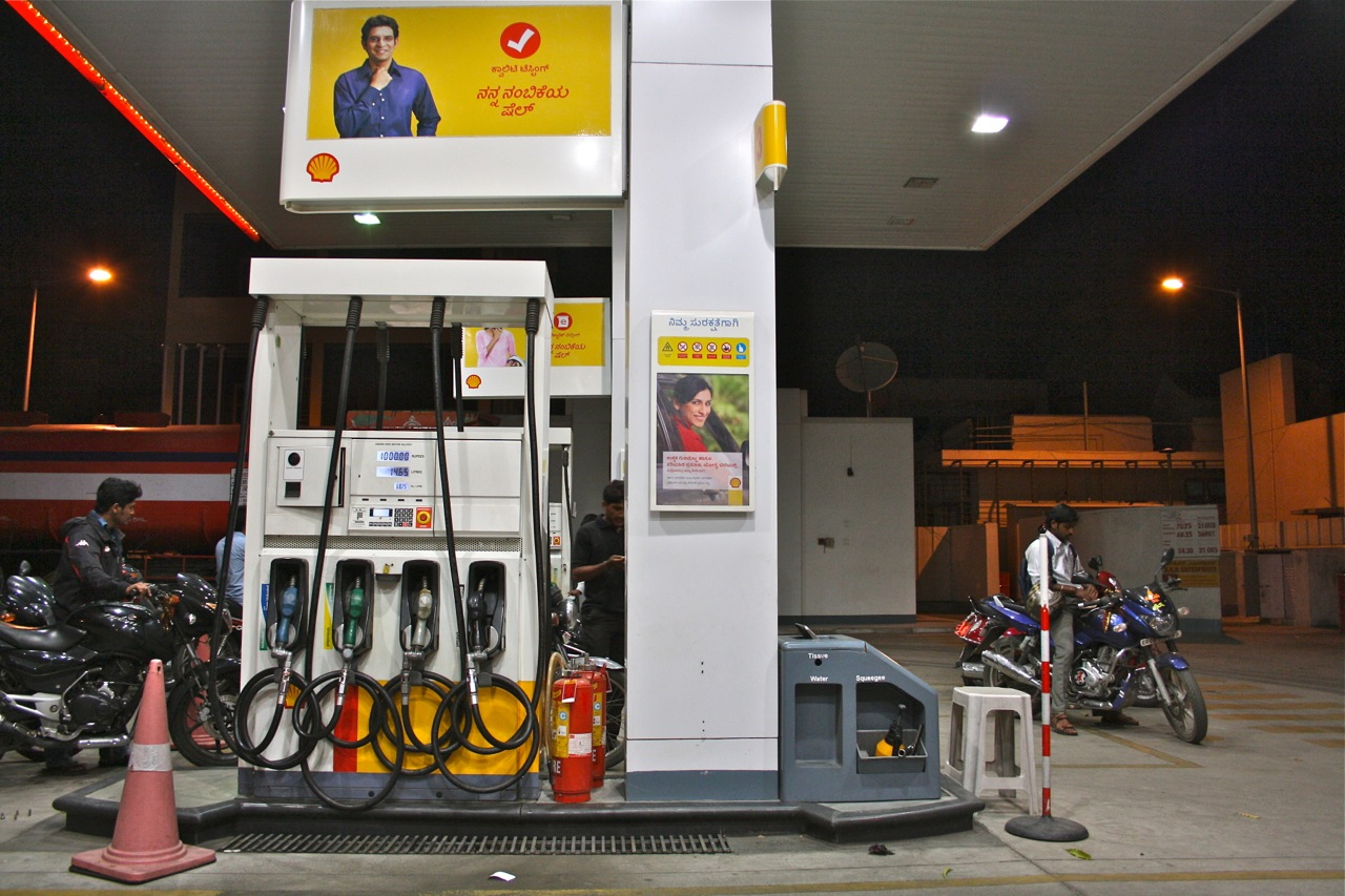 One more cut in petrol and diesel prices, Petrol by 49 paise/litre and diesel by Rs 1.21/litre
