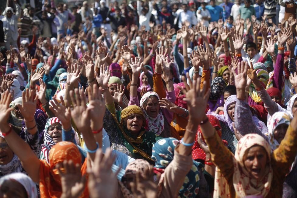 Demonstrators from the Jat community shout slogans as they block the Delhi-Haryana national highway during a protest at Sampla village in Haryana, India, February 22, 2016. REUTERS/Adnan Abidi