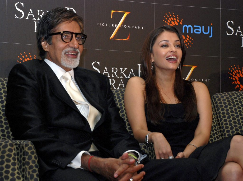 "Bollywood actors Aishwarya Rai Bachchan (R) and Amitabh Bachchan attend a promotional event of their forthcoming film ""Sarkar Raj"" in Mumbai May 29, 2008. Picture taken May 29, 2008. REUTERS/Manav Manglani (INDIA) INDIA/"
