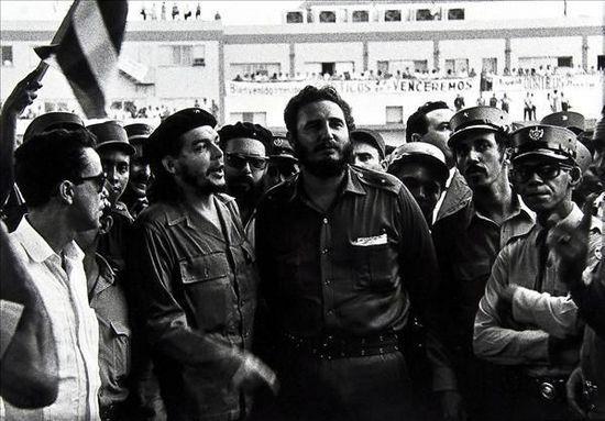 Fidel Castro (c) with his friend Che Guevara
